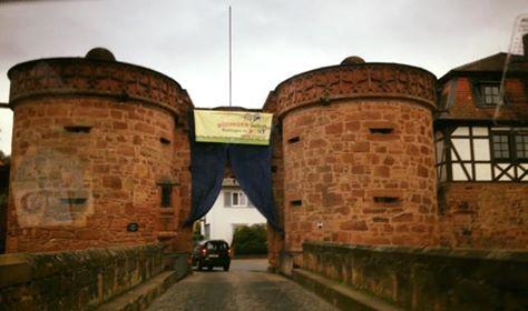 Büdingen: 1.400 Menschen gegen Nazis / 150 Neonazis