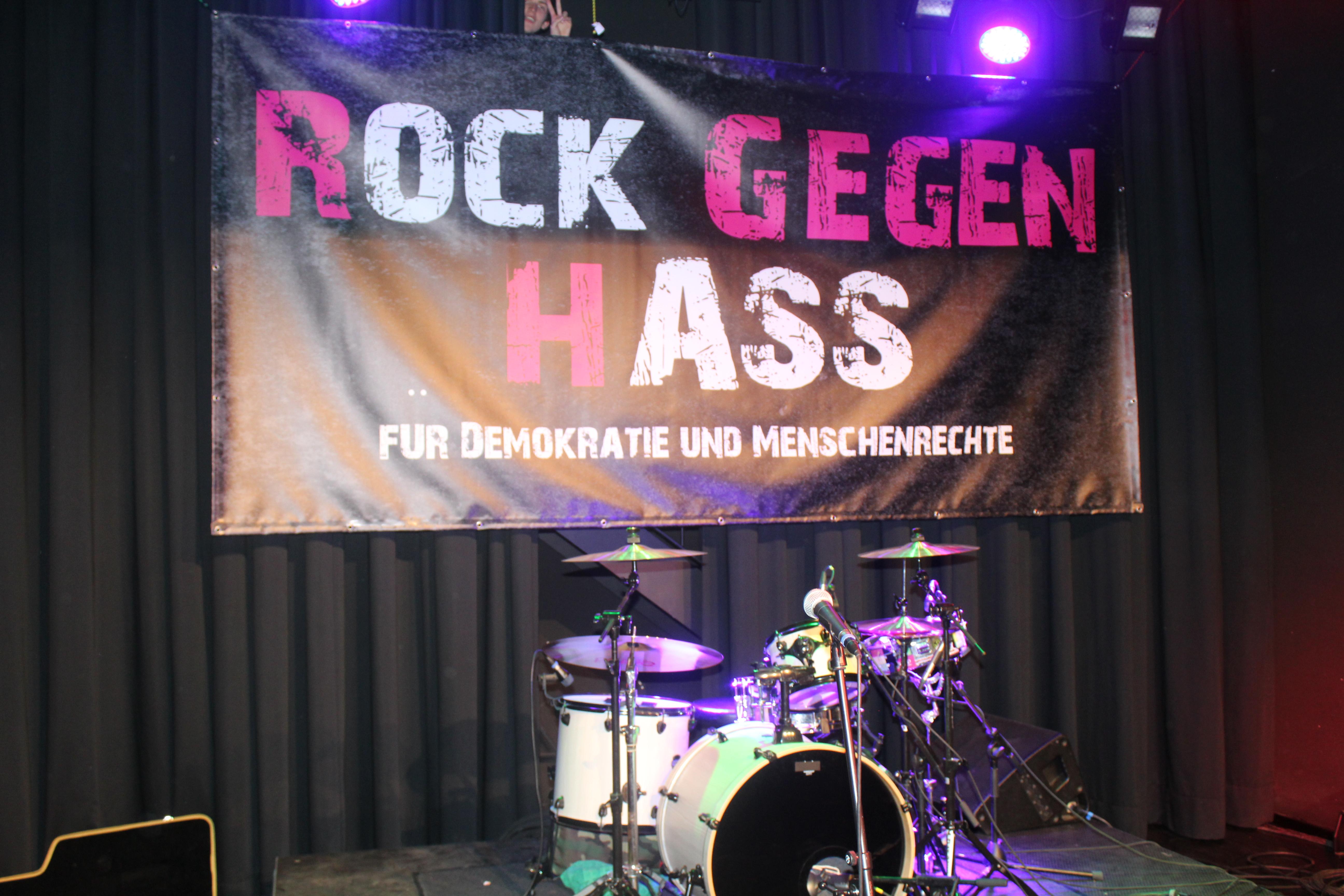 """275 Leute beim """"Rock gegen Hass"""""""